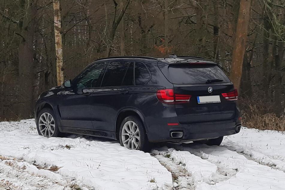 Polizei verfolgt geklauten BMW: Es fallen Schüsse, aber der Fahrer wechselt in Ruhe seine Klamotten!