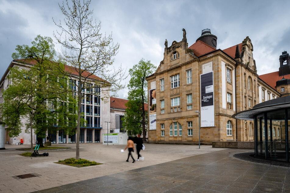 Der Platz zwischen den Kunstsammlungen und der Straße der Nationen wird am Samstag Arthur Weiner (1877-1933) gewidmet, einem von den Nazis ermordeten Chemnitzer Juden.