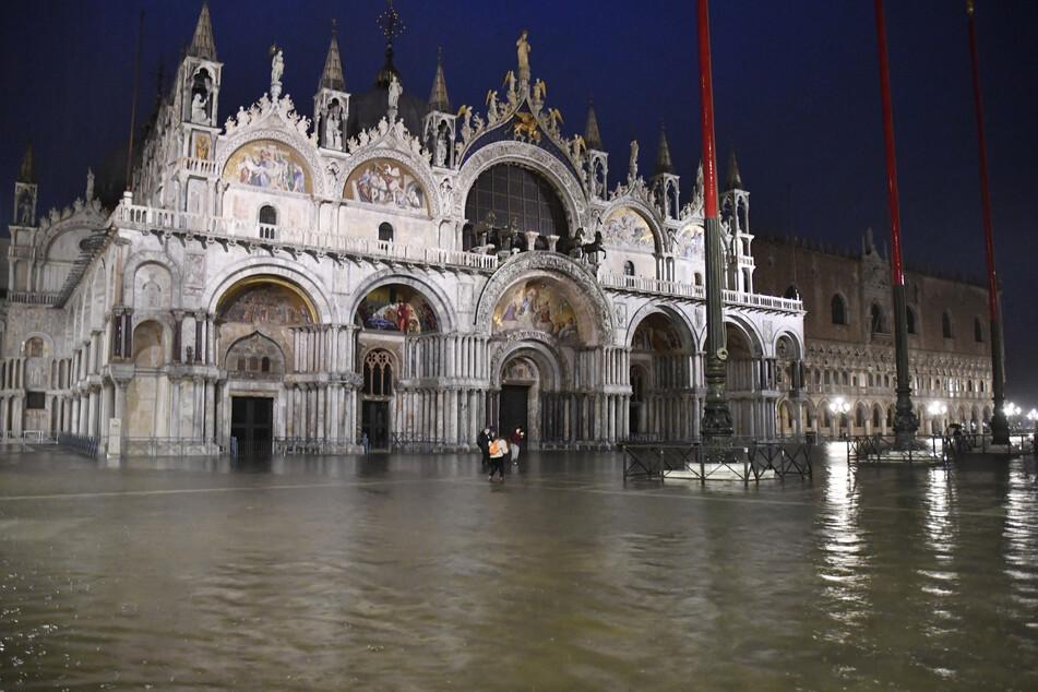 Auch der populäre Markusplatz ist überflutet.