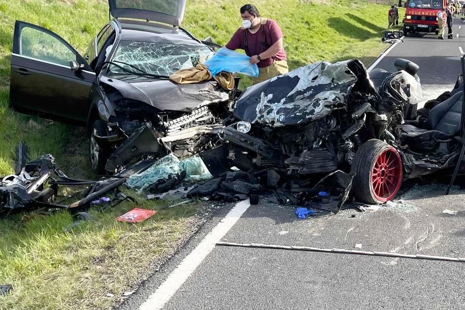 Horror-Unfall: BMW und Audi krachen frontal ineinander! 31-Jähriger ist tot