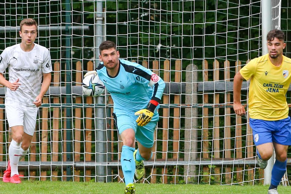 Torwart Johannes Brinkies (M.) trägt beim FSV auch künftig die Kapitänsbinde.