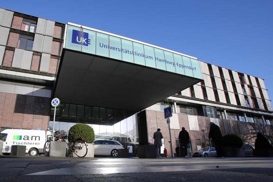 Blick auf den Eingangsbereich des Universitätsklinikums Hamburg-Eppendorf.