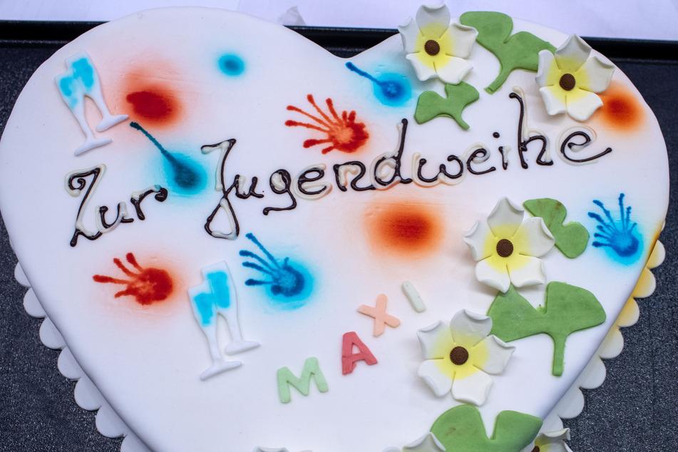 Eine Torte zur Jugendweihe.
