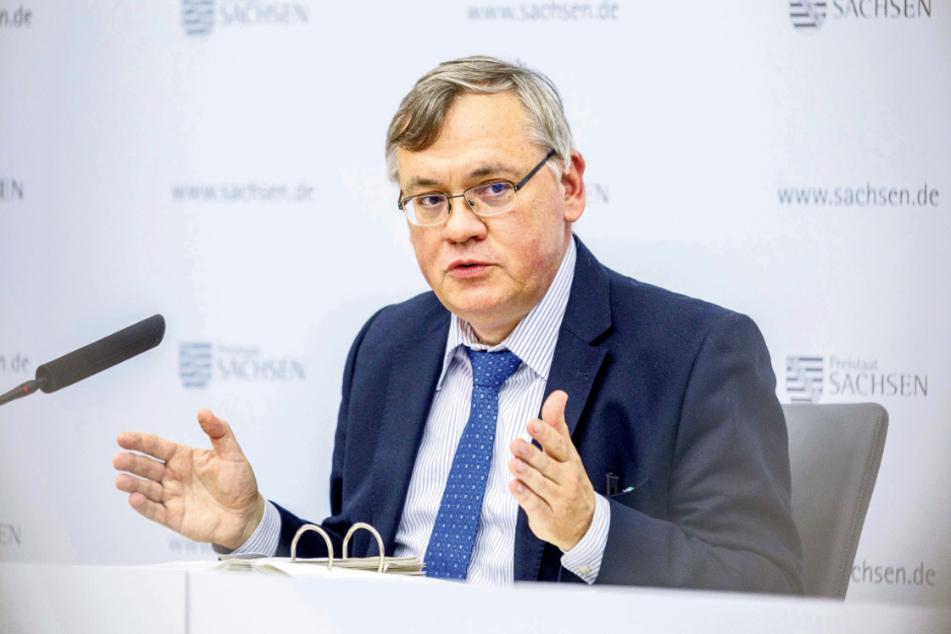 Verfassungsschutz-Chef Dirk-Martin Christian (58) macht sich Sorgen über Kampfsport-Training und Immobilien-Erwerb der rechten Szene in Sachsen.