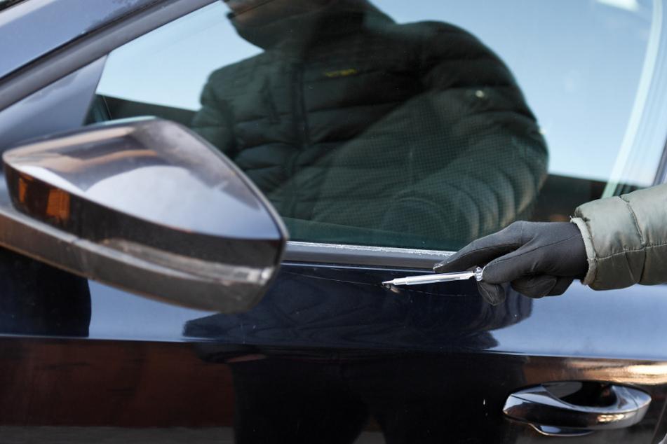 Ein Mann beschädigte in Mühlhausen über 80 Autos mit einem Messer (Symbolbild).