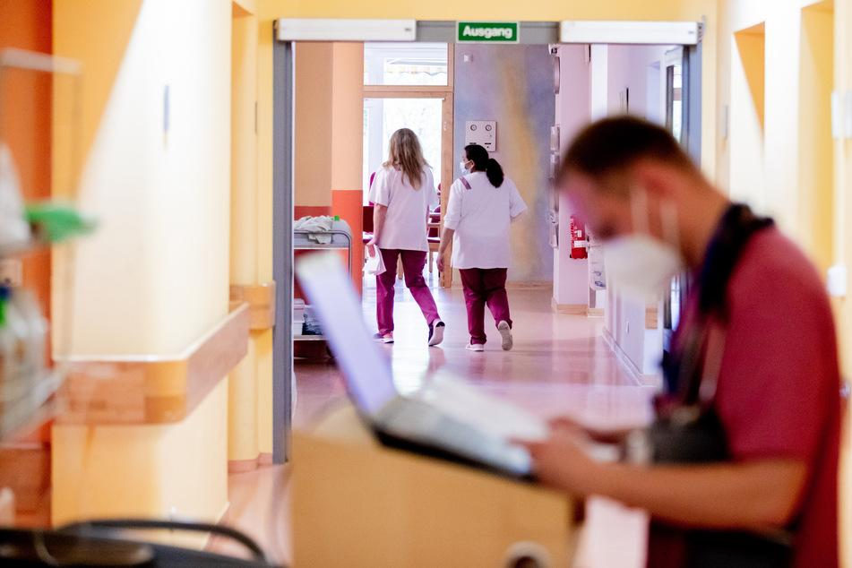 """Tag der Pflege: """"Rote Karte"""" für die Gesundheits-Politik, mehr Lohn im Fokus"""