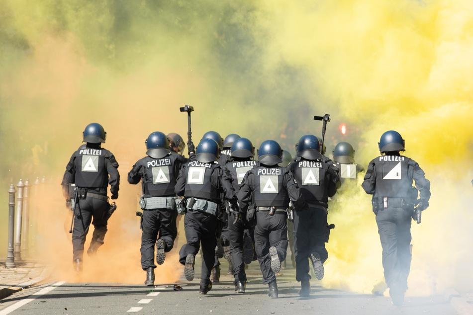 Das Polizeiaufgebot beim Spiel der SGD gegen Türkgücü München war riesig. Würde der Freistaat dem Verein dafür Kosten in Rechnung stellen, wären die Staatskassen voller.