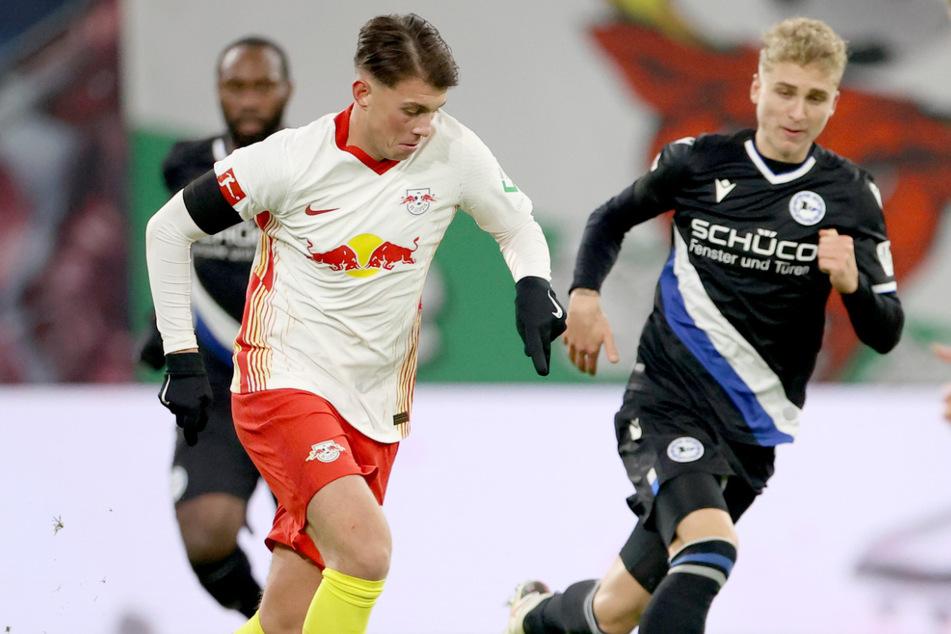 Lazar Samardzic (19/l.) wechselte vergangenes Jahr von Hertha BSC zu RB Leipzig, ist dort aber nur Reservist.