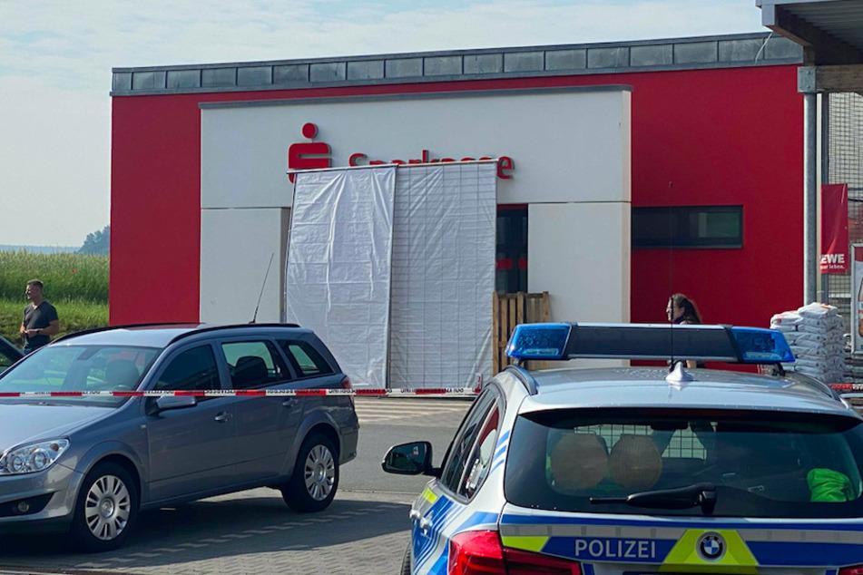 Vermummte Täter sprengen Geldautomaten: Großfahndung der Polizei