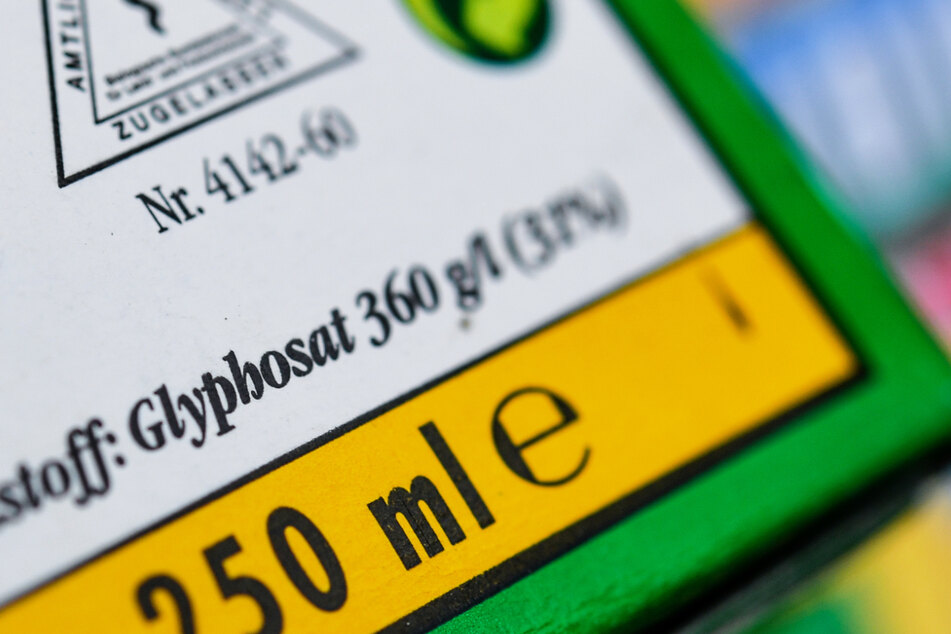 In welchem Unkrautvernichtungsmittel der Wirkstoff Glyphosat drin ist, sollte auf der Verpackung stehen. (Archivbild)
