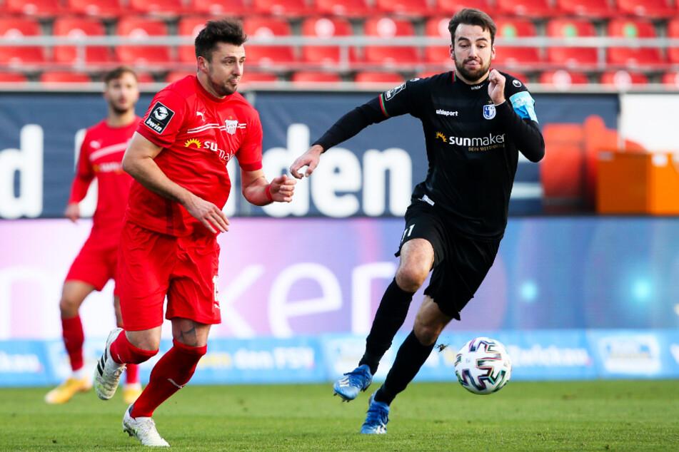 FCM-Kapitän Christian Beck (32, r.), hier im Duell mit Zwickaus Davy Frick, läuft seiner Form der vergangenen Jahre hinterher. Der Mittelstürmer traf in 15 Liga-Einsätzen bislang nur einmal und steht damit sinnbildlich für die sportliche Krise der Magdeburger.
