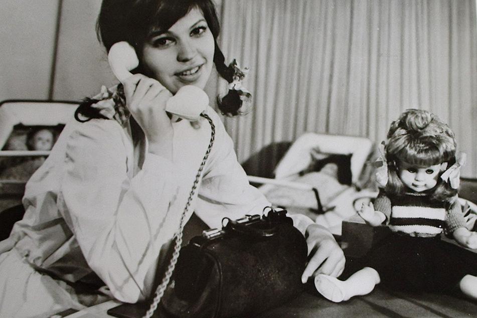 Im DDR-Fernsehen behandelte Frau Puppendoktor Pille Puppen und Teddybären oft mit lieben Worten statt mit Pflaster und Verband.