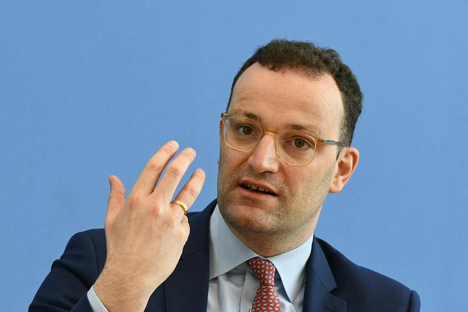 Corona zuerst: Bundesgesundheitsminister Jens Spahn (39, CDU) kennt im Augenblick nichts Wichtigeres als das Virus mit dem Namen Sars-CoV-2.