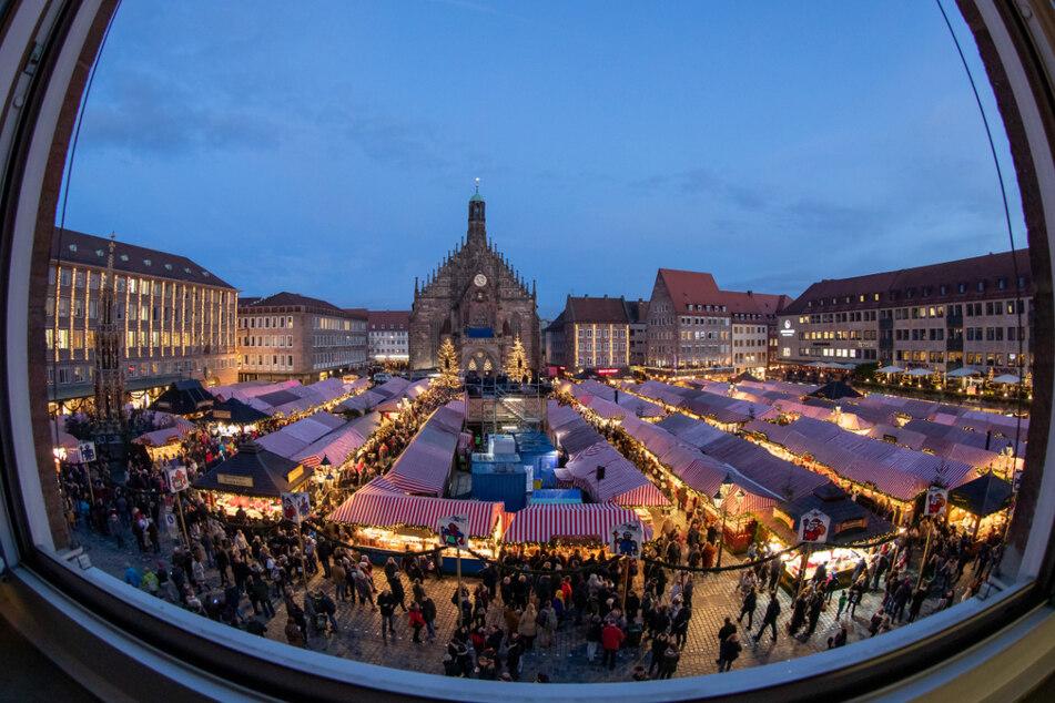 Nürnberger Christkindlesmarkt ohne Eröffnungsfeier vom Balkon der Frauenkirche