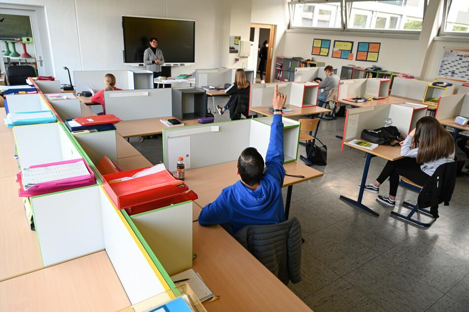 Lehrer in Sachsen können sich ab 1. Juni testen lassen. (Symbolbild)