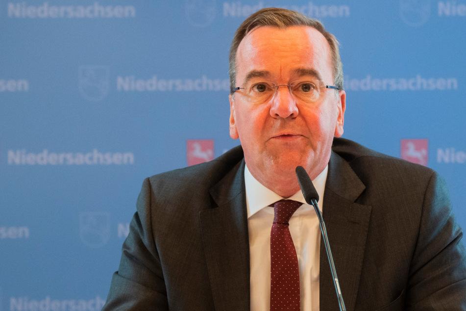 Boris Pistorius (60, SPD), Innenminister Niedersachsen, spricht bei der Kabinetts-Pressekonferenz im Gästehaus der Landesregierung.