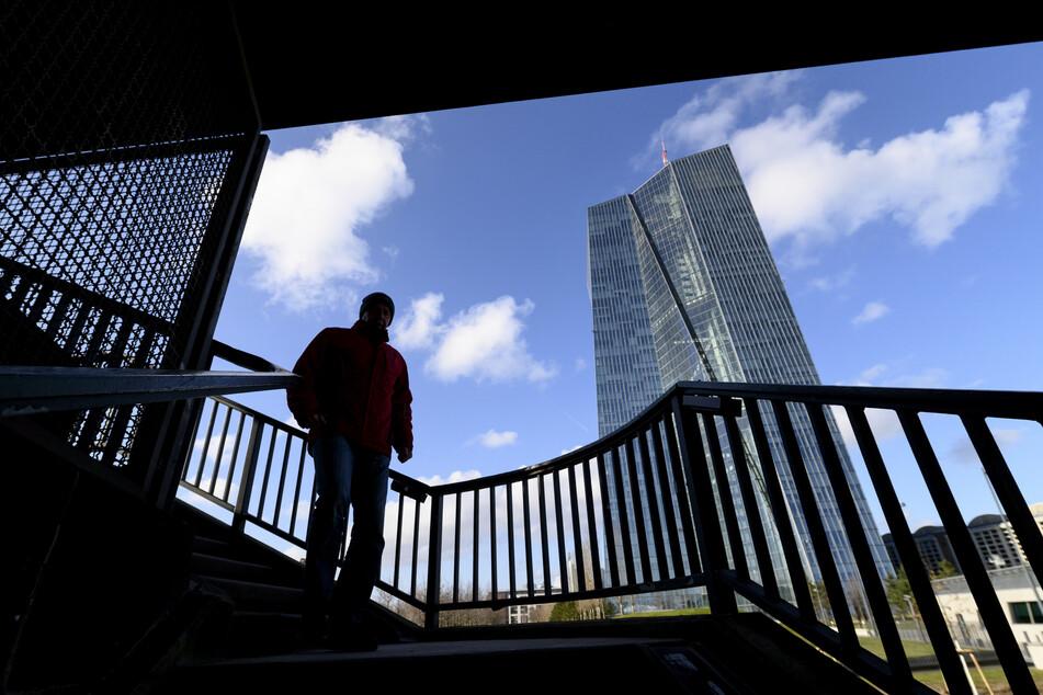Rund 100 Mitarbeiter der Europäischen Zentralbank (EZB) wurden aus Sicherheitsgründen in die Heimarbeit geschickt.