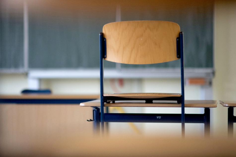 Solange sich das Gesundheitsamt oder die Schule nicht entscheiden, diese zu schließen, müssen Kinder am Unterricht teilnehmen.