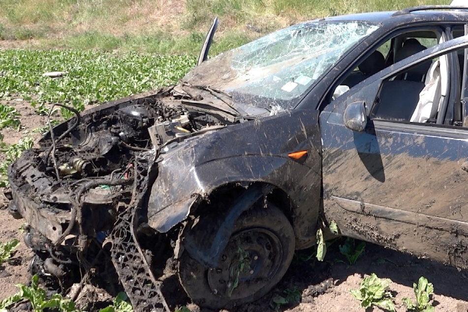 Heftiger Unfall auf A2: Ford überschlägt sich mehrfach, schwerverletzter Fahrer wünscht sich Zigarette