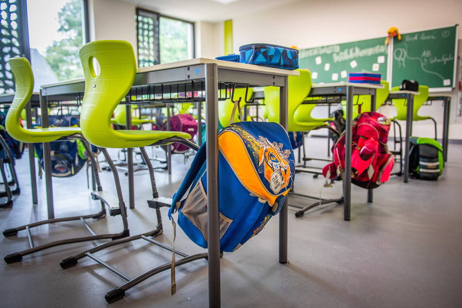 In Zukunft könnten in den Klassenzimmern, wie hier in der Grundschule Glösa, weniger Ranzen an den Bänken hängen.