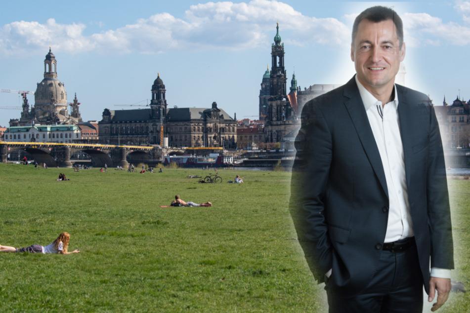 FDP-Politiker Torsten Herbst (46). Im Hintergrund sonnen sich Dresdner mit Mindestabstand.