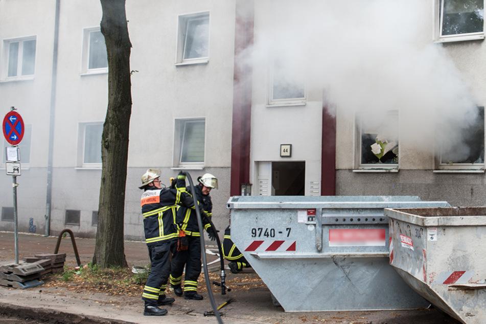 Feuer in Mehrfamilienhaus: Sechs Menschen verletzt!
