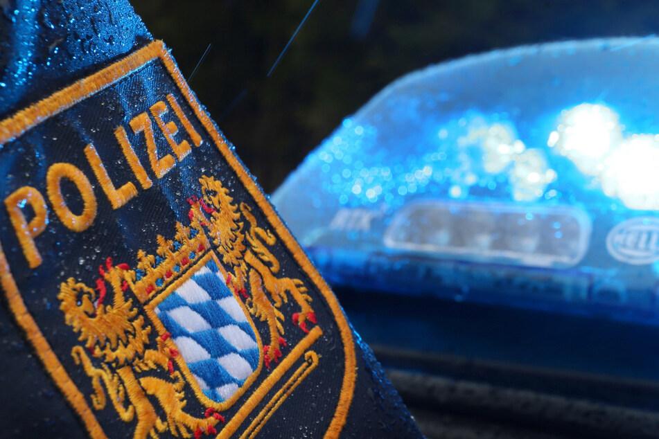 Bei einem Autounfall nach einer Verfolgungsjagd mit der Polizei ist in Mittelfranken eine 40 Jahre alte Frau ums Leben gekommen. (Symbolbild)