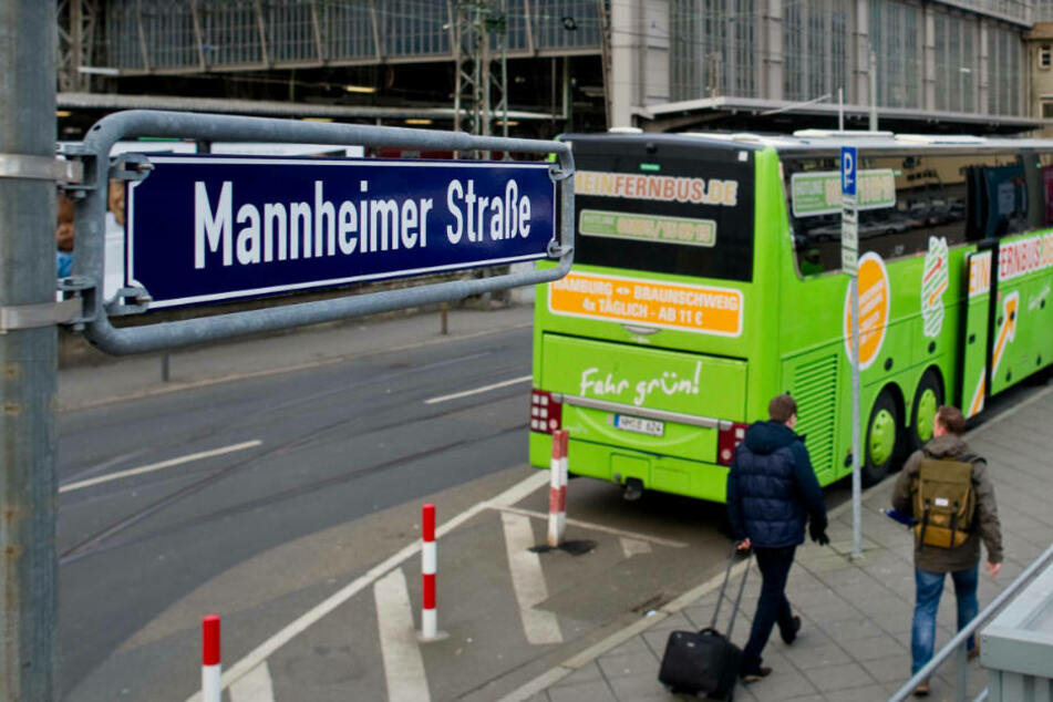 Beide Vorfälle ereigneten sich am Seitenausgang des Hauptbahnhofs zur Mannheimer Straße. (Archivbild)