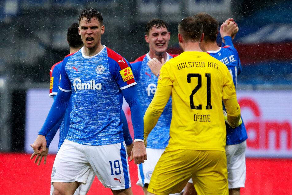 Auch Holstein Kiel hat alles in der Hand und könnte nach dem Spieltag ebenfalls als direkter Erstliga-Aufsteiger feststehen.