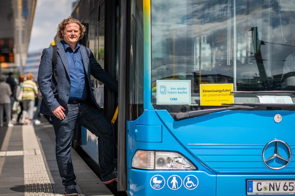 Lars Fassmann (43, parteilos) droht mit einer Bus-Demo. Er fordert einen schnellen ICE-Anschluss für Chemnitz.