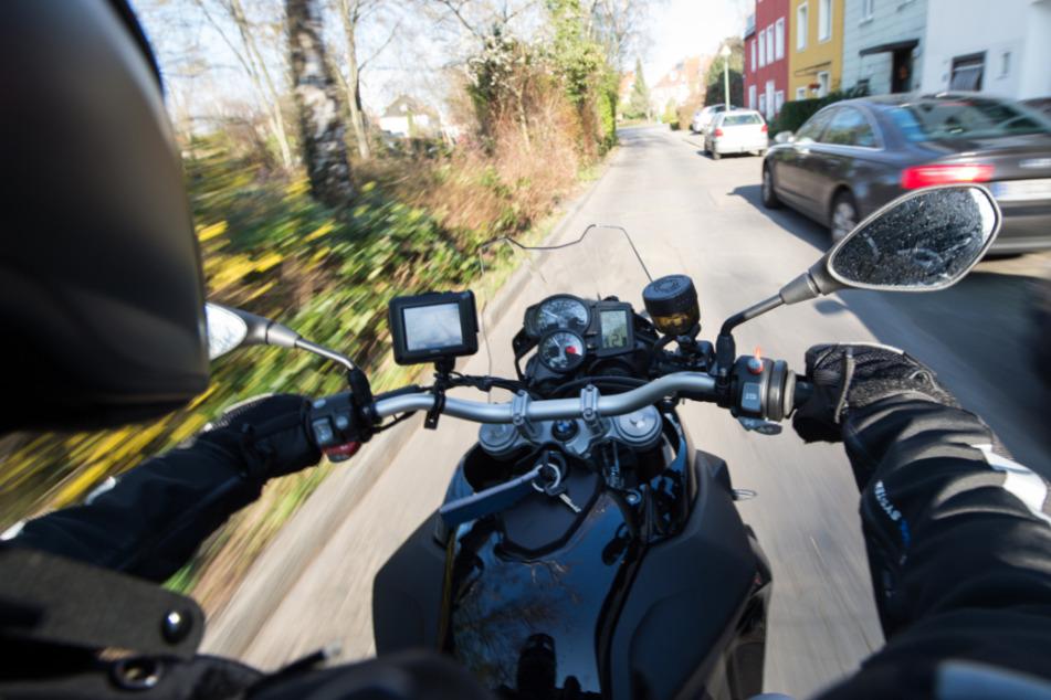 Junger Biker (16) in Unfall bei Anfahrt zu Motorrad-Demo verwickelt: Schwer verletzt