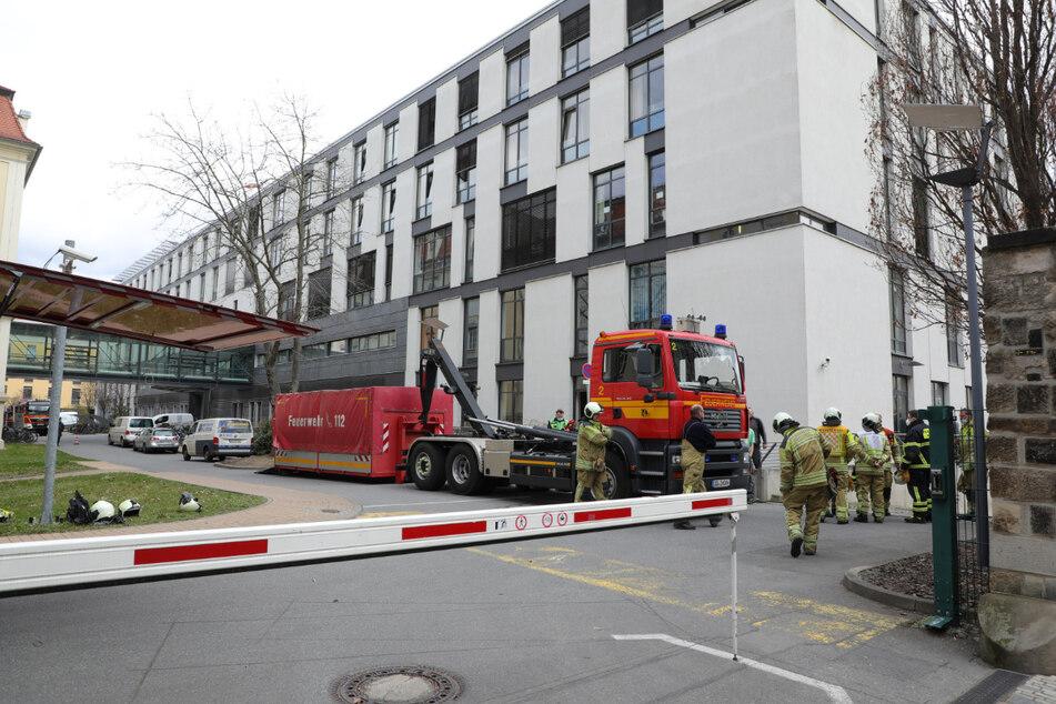 Während des Feuerwehreinsatzes lief der Krankenhausbetrieb am Städtischen Klinikum in Friedrichstadt weiter.