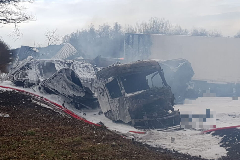 Zwei Tote bei LKW-Crash: A72 nach Unfall voll gesperrt