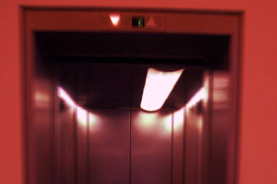 Frau in Aufzug 30 Tage lang vergessen: tot