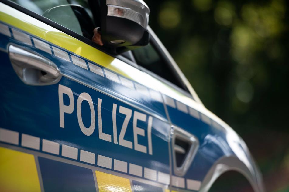 Polizisten werden wegen kaputtem Fenster gerufen, dann folgen sie einer kilometerlangen Blutspur