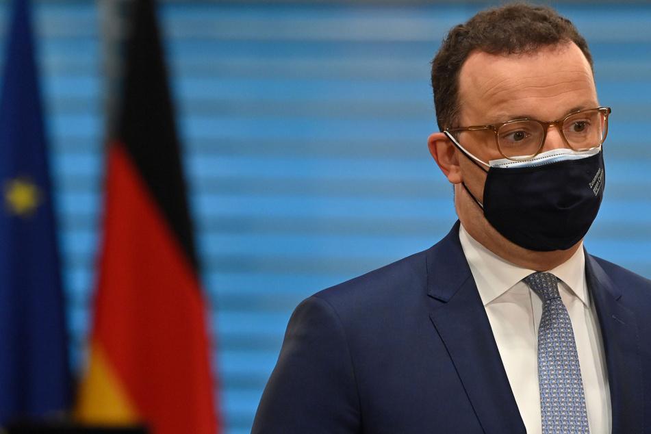 Jens Spahn (40, CDU) will für den Corona-Impfstoff von AstraZeneca die Priorisierung sofort aufheben.