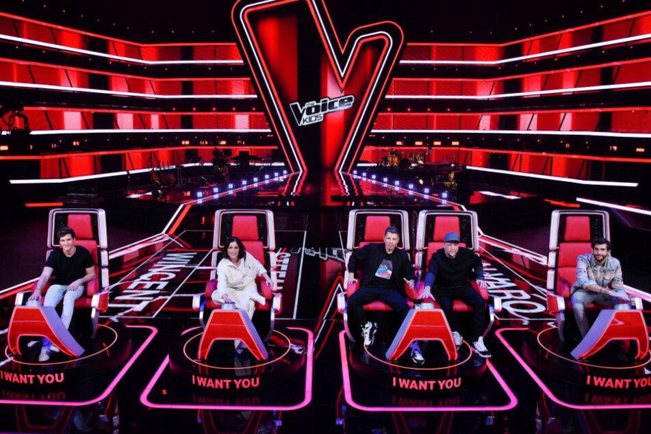 Die neuen Coaches am VoiceKids-Buzzer: Wincent Weiss, Stefanie Kloß, Michi Beck & Smudo und Alvaro Soler.