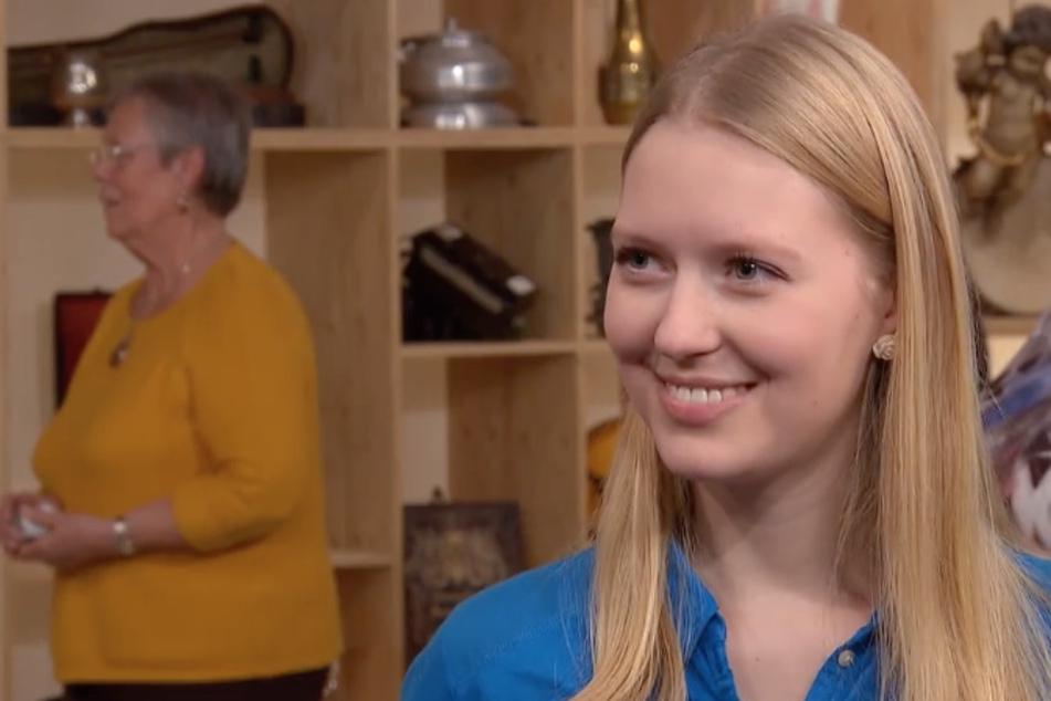 """Leonie (19) verkauft bei """"Bares für Rares"""" eine Goldkette."""