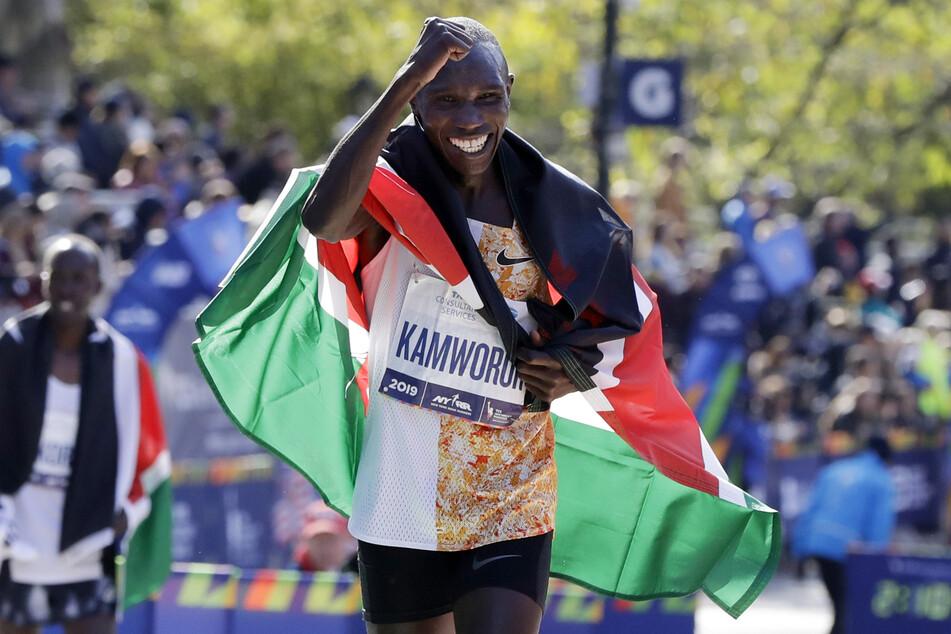 New York: Marathon, Herren. Geoffrey Kamworor (27) aus Kenia läuft eine Ehrenrunde. (Archivbild)