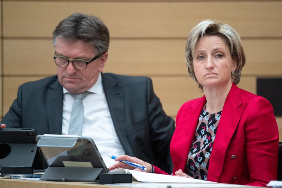 Nicole Hoffmeister-Kraut, hier neben Gesundheitsminister Manne Lucha.