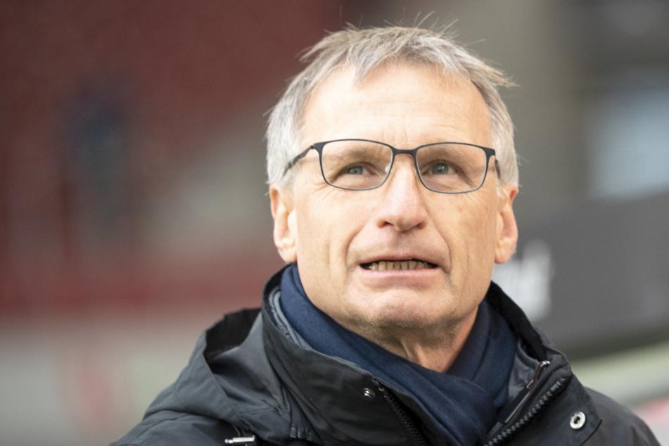 Michael Reschke (63), ehemaliger Sportvorstand des VfB Stuttgarts, geht 2019 durchs Stadion. Er lobt nun die Leistung des Trainers Matarazzo im Hinblick auf Castro.