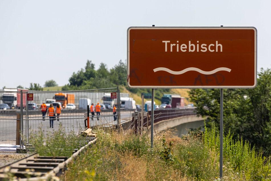 Noch bis Ende August Baustelle: Die Triebischtalbrücke überspannt das Tanneberger Loch, den einst ursprünglichen Verlauf der Autobahn.