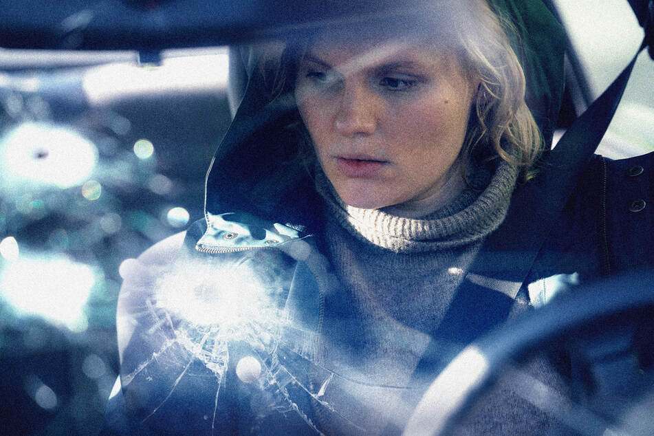Maren (Rosalie Thomass, 33) arbeitet bei einem Abschleppunternehmen. Sie findet in einem Wagen eine Tasche mit über 600.000 Euro.