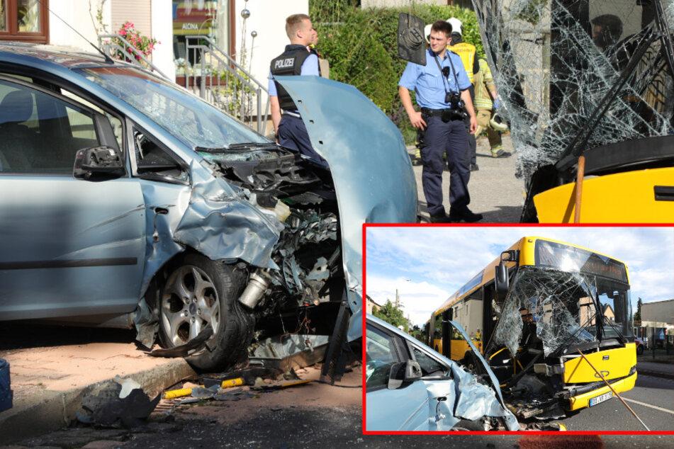 Auto kracht frontal in DVB-Bus: Zahl der Verletzten erhöht sich