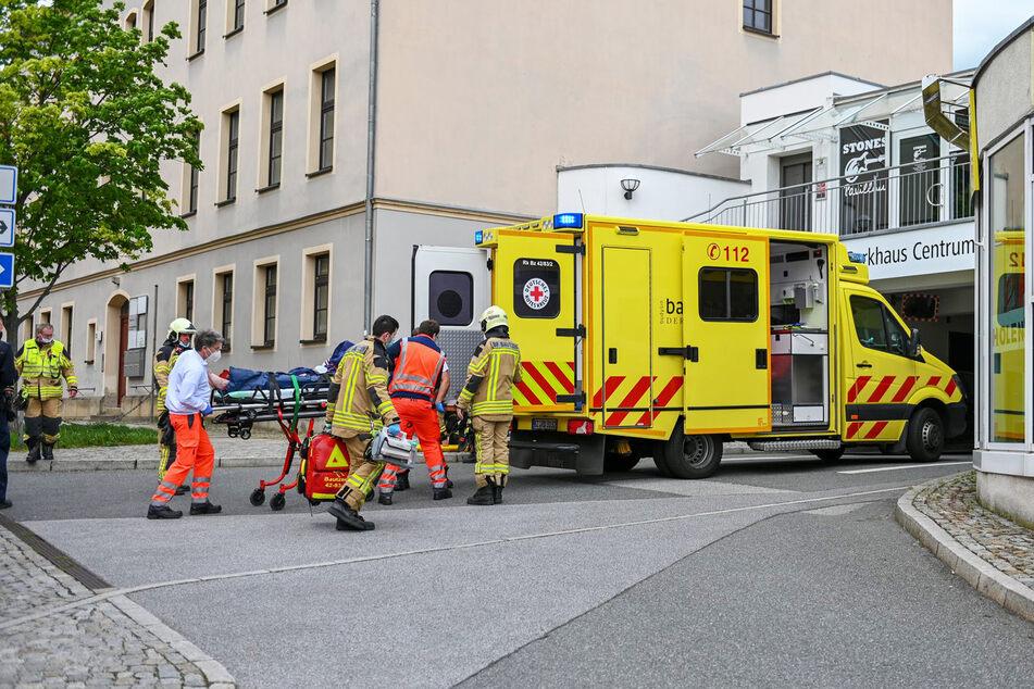 Der 14-Jährige wurde von Rettungskräften vor Ort behandelt, ehe er in ein Krankenhaus kam.