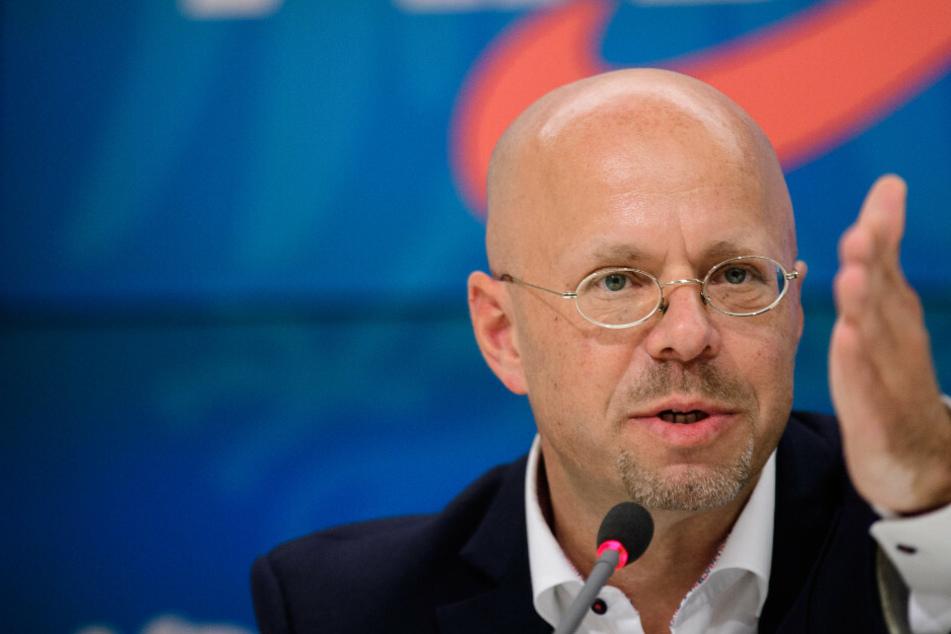 Andreas Kalbitz, Fraktionsvorsitzender der Brandenburger AfD, spricht während einer Pressekonferenz nach einer Sitzung seiner Fraktion.