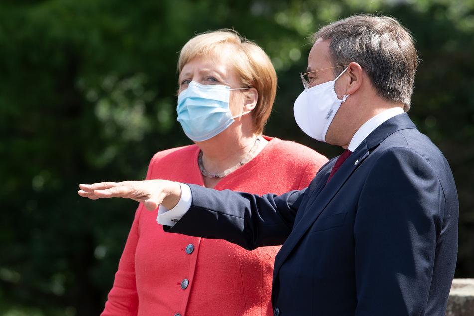Kanzlerin Angela Merkel (66, CDU) und NRW-Ministerpräsident Armin Laschet (59, CDU) beim Empfang in NRW.