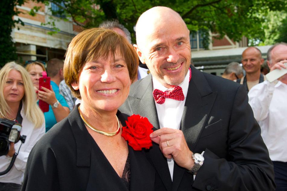 Die früheren Skirennläufer Rosi Mittermaier und Christian Neureuther lächeln bei der Eröffnung der 104. Bayreuther Festspiele. (Archivbild)