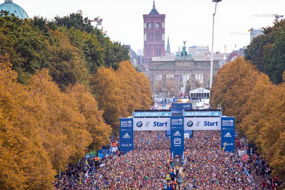 Tausende Läufer starten auf der Straße des 17. Juni beim Berlin-Marathon 2019. Aufgrund der Corona-Pandemie konnte der 47. Berlin-Marathon im letzten Jahr nicht stattfinden.