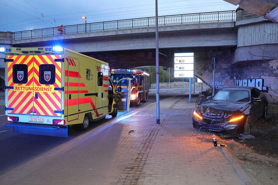 Bei dem Unglück unter der Marienbrücke wurde der BMW M4 ziemlich demoliert, der Fahrer kam mit leichten Verletzungen davon.